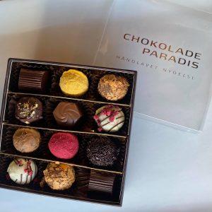fyldte chokolader i elegant æske