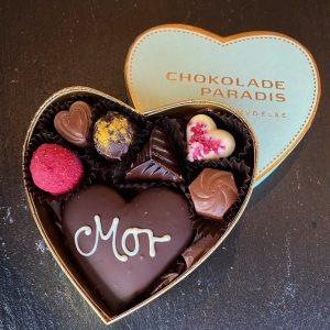 mors dag 2021 hjerte æske med blandede ægte fyldte og håndlavede chokolader
